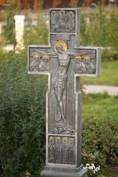 Редкой красоты надгробие. Крест — как серебро с позолотой.http://my.mail.ru/mail/alla.avetisyan/video/2858/8461.html