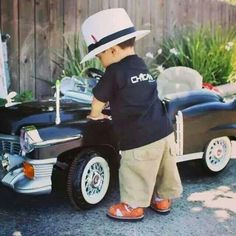 An adorable gallery of young drivers and their pedal cars. A tribute to the mothers of little auto enthusiasts across the nation! Raiders Baby, Raiders Football, Oakland Raiders, Nfl 49ers, Chica Chola, Rolls Royce, Estilo Chola, Arte Lowrider, Cholo Style