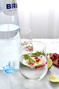 La Cuisine c'est simple: Simple comme une eau rafraichissante citron vert, menthe et graines de grenade