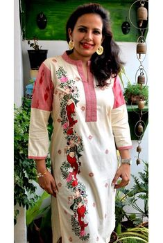 This Hand painted kurti is a versatile piece of clothing made to adapt any season or occasion.This kurti depicts pattachitra dancer motif on the side of kurti with lotus in between. Dhoti Saree, Kurti, Kurta Patterns, Embroidery Suits Design, Motif Design, Front Design, Off Shoulder Tops, Piece Of Clothing, Fabric Painting
