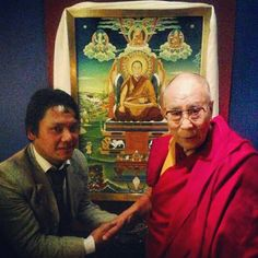 Sa Sainteté le Dalai-Lama et le peintre Tashi Norbu. United Nations For a Free Tibet
