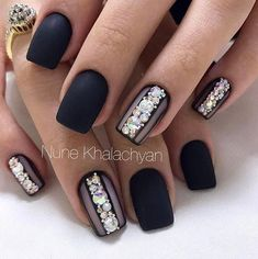 Opting for bright colours or intricate nail art isn't a must anymore. This year, nude nail designs are becoming a trend. Here are some nude nail designs. Fabulous Nails, Gorgeous Nails, Black Nails, Matte Nails, Matte Black, 17 Black, Black Art, Black Nail Designs, Nail Art Designs