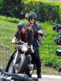 Pin for Later: This Weeks Cant-Miss Celebrity Pics! On Wednesday, Amber Heard and James Franco laughed as they got on a motorcycle while filming The Adderall Diaries in NYC. Retro Motorcycle Helmets, Motorcycle Style, Bike Style, Biker Boys, Biker Girl, Biker Couple, Scooter Helmet, Open Face Helmets, Cafe Racer Style