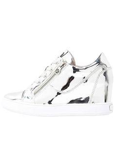 883f1ec53aea9a Guess FINNA - Sneakers - silver - Zalando.se