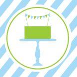Esse aniversário de menino é azul e verde, com um lindo bolo.                                          ...