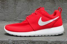 Nike Roshe One rouges : idées de looks décontractés pour le lycée >> http://www.taaora.fr/blog/post/baskets-rouges-nike-roshe-one-comment-porter-idees-tenues-style-decontracte