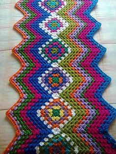 A wicked mix of the granny square pattern and zig zag/chevron pattern. I Must try this some time soon! Very creative