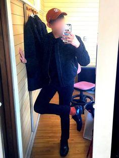 まっ黒コーデしようと思ってたんですけど 姉の持ってたキャップと僕の持ってる靴下の色が すごく似てたん