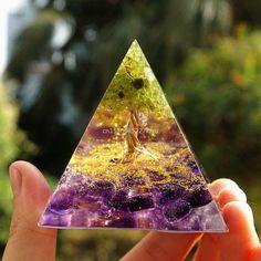 Tree of Life Orgonite Pyramid Mold Amethyst Peridot Healing Crystal Energy Orgone Pyramide EMF Protection Meditation Tool - A / 6cm
