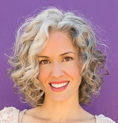 I want to find the curl cream that will give me these curls! Haircuts For Curly Hair, Hairstyles Over 50, Curly Hair Tips, Short Curly Hair, Hair Dos, Curly Hair Styles, Curly Girl, Curly Silver Hair, Silver Grey Hair