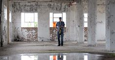 Beatboxing Saxophonist Flawlessly Performs the Prelude to 'Bach Cello Suite No. Inside an Empty Warehouse Dryer Sheet Hacks, Abandoned Warehouse, Saxophone Players, Tenor Sax, Funny Sites, Christen, Abandoned Buildings, The Real World, Cello
