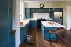 Well known Cooking area Coloring Hues Of All Time . Strike increase units using brilliant doldrums and grays, or perhaps ground a substantial room. Pops Kitchen, Green Kitchen, Kitchen Design, Kitchen Ideas, High End Kitchens, Home Kitchens, Farrow And Ball Inchyra Blue, Bright Kitchen Colors, Fisher And Paykel Fridge