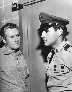 Elvis and his father Vernon in august 13 at the Memphis hospital the day before Elvis mother Gladys died. Elvis Presley Born, Elvis Presley Family, Elvis Presley Photos, Lisa Marie Presley, Priscilla Presley, Rock And Roll, Stars Du Rock, Army Day, Young Elvis