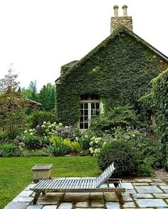 Ivy-clad cottages and garden beds so purposely loose and romantic. The perfect place to daydream on a Sunday. :: #sundaysesh #gardendesign