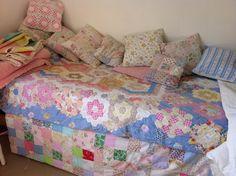 Cozy daybed  www.francine-patchworkandlace.blogspot.com