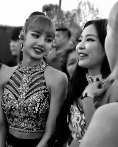 this photo is really precious for me… – Kpop Magazine South Korean Girls, Korean Girl Groups, Close Up, Divas, Bff, Rose Video, Lisa Blackpink Wallpaper, Blackpink Photos, Jennie Blackpink
