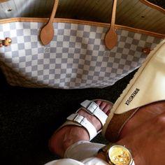 White on my feet ⚪️ Kolor dnia @louisvuitton bag| @michaelkors watch| @birkenstockattitudes shoes| @zara clothes #chiclook #summerlook #gym #ootd #menwithstyle #makeupartist #followme #instagay #holiday #gayboy #swag #girl #stylishboy #selfie #bestoftheday #picoftheday #paris #followme #like4like #blairvonlondon