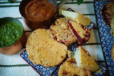 Knusperkabinett: Dreierlei indische Gemüseschnitzel (Sellerie, Rote Bete, Kohlrabi) mit fruchtigem Rhabarber-Dattelchutney und Koriander-Chimichurri