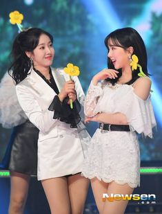 sinB and eunha bein' cuties ~~ South Korean Girls, Korean Girl Groups, Sinb Gfriend, Jung Eun Bi, School Dresses, G Friend, Kpop Outfits, Girl Body, Kpop Girls