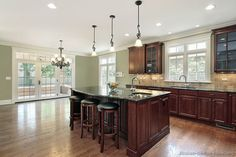 New kitchen paint colors with dark wood cabinets sinks Ideas Kitchen Interior, Traditional Kitchen Design, Kitchen Wall Design, Kitchen Designs Layout, Cherry Cabinets Kitchen, Kitchen Remodel, Kitchen Wall Colors, New Kitchen Designs, New Kitchen Cabinets