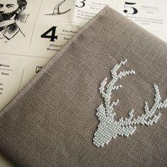 Cross stitched deer. Cèrvol en punt de creu