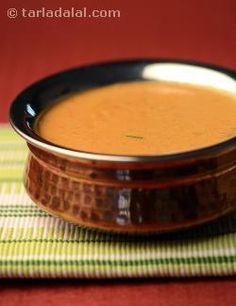 Makhani gravy is perfectly complemented by the earthy spices and herbs, which are in turn mellowed with fresh cream.