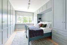 garderobe-soverom-brubakken-home Bunk Beds, Furniture, Home Decor, Bedroom, Cloakroom Basin, Decoration Home, Loft Beds, Room Decor, Home Furnishings