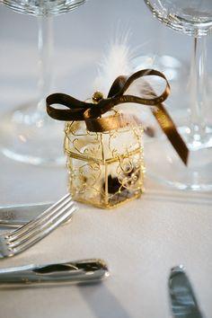 cage or et ruban imprimé chocolat Cage, Gifts, Wedding, Wedding Keepsakes, Printed Ribbon, Chocolates, Valentines Day Weddings, Presents, Favors