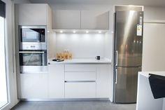 UN MUEBLE DESAYUNADOR EN EL DISEñO DE LAS COCINAS EN MADRID - Blog de Línea 3 Cocinas, Diseño, decoración y reforma de cocinas en