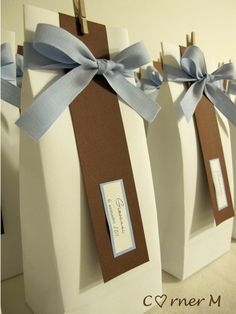 Cute gift bag idea for baby showers, bridal showers, birthday parties, or even weddings. Simple yet sophisticated.
