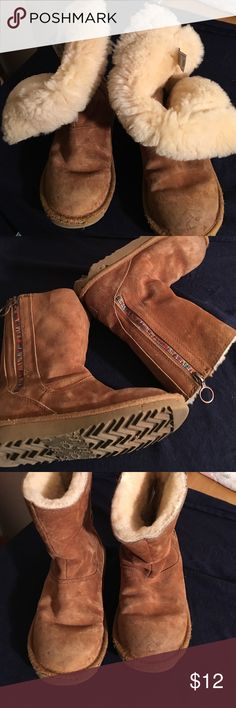 UGG KIDS GIRLS PAYTON RAINBOW ZIPPER BOOTS SZ 1 PREOWNED WORN ONE BOOT HAS SOME SOLE DAMAGE SEE PHOTOS UGG PAYTON GIRLS SIZE 1 UGG Shoes Winter & Rain Boots