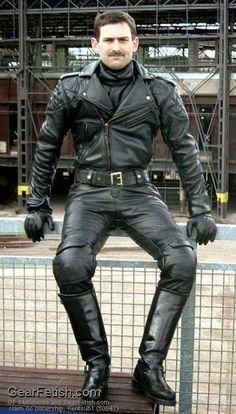 Kerls in Leder Tall Leather Boots, Biker Leather, Leather Cap, Leather Pants, Mens Heeled Boots, Motard Sexy, Leather Fashion, Mens Fashion, Fashion Tips