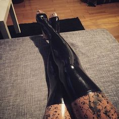 #latexstockings #stockings #fetish #fetishgirl #Fetishmodel #latex #latexgirl #latexbabes #latexmodel #shiny #legs #latexfeet #feet #bellaisadora
