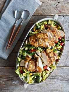 Tacosalat med kylling - Mat På Bordet Cobb Salad, Nom Nom, Food And Drink, Red Peppers