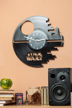 A designer wall clock for Star Wars fans (a nice gift idea ;) Made of an old vinyl plate.