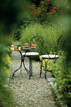 Garden Table Designs - Designing the Exterior - Garden Design Ideas Patio Garden Ideas On A Budget, Diy Patio, Backyard Ideas, Garden Furniture, Outdoor Furniture Sets, Outdoor Decor, Iron Furniture, Diy Terrasse, Bistro Chairs