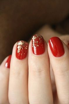 Party Nails with Essie - 🍄Catherine Aeschlimann Red And Gold Nails, Gold Glitter Nails, Red Gold, Red Glitter, Sparkle Nails, Gold Sparkle, Black Nails, Nail Art Noel, Red Nail Art