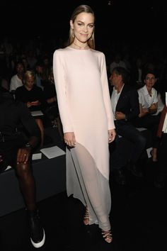 Jaime King & Gabrielle Union Support Prabal Gurung at His NYFW Show!: Photo Jaime King and Gabrielle Union show off their style while sitting in the front row at the Prabal Gurung show during New York Fashion Week held at Moynihan Station… Jaime King, King Fashion, Star Fashion, Saris, White Maxi Dresses, Nice Dresses, Pink Dress, New York Fashion, Nyfw Style