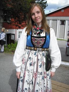 Øvre Valdres, Vang Folk Costume, Costumes, Sons Of Norway, Kids Playing, Apron, Floral Prints, Amazing People, Boys, Skirts