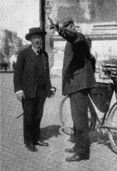 Gustav Mahler asking for directions.