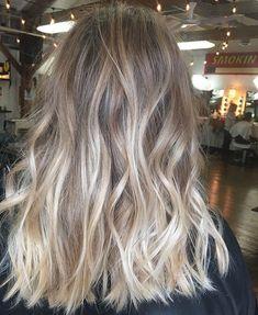Best Hair Care For Blondes Splendid medium length blonde wavy hair Blonde Hair Looks, Blonde Wavy Hair, Blonde Balayage, Ombre Hair, Bronde Hair, Blonde Brunette, Blonde Highlights, Medium Length Blonde, Hair Lengths