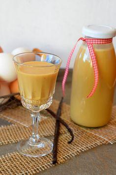 Адвокат – яичный ликер голландского происхождения, для которого характерен выразительный желтый цвет за счет куриных желтков (и красителей типа куркумина Е-100в коммерческих версиях). Имеет очень сбалансированный, сладкий, бархатный вкус и небольшую крепость (не более 20%). В классическом исполнении ликер готовиться на основе виноградного бренди, яичных желтков, молока и сахара/мёда. Сегодня его производят многие компании, в том числе небезызвестный De Kuyper, с конвейера которого сходят…