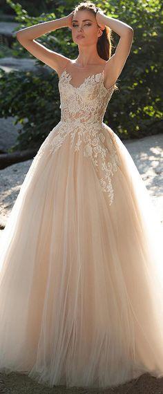 Elegant Tulle Jewel Neckline A-line Wedding Dresses with Lace Appliques