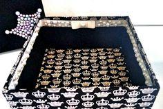 Caixa decorada - modelo princess com detalhe de pérolas e coroa de pérolas