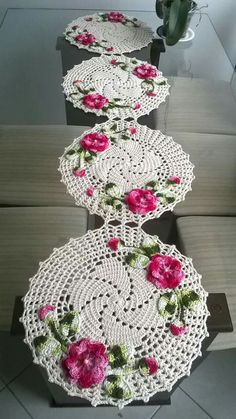 1 million+ Stunning Free Images to Use Anywhere Crochet Chart, Crochet Motif, Crochet Designs, Crochet Doilies, Crochet Flowers, Crochet Stitches, Crochet Table Runner Pattern, Crochet Tablecloth, Crochet Round