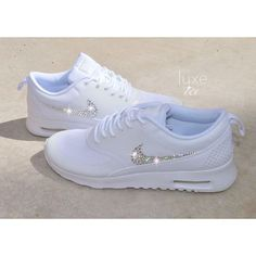 Nike Air Max Thea – white with 2088 crystals SWAROVSKI® Xirius Rose cut. Color: White Please Note: This style tends to be a little small, so we recommend that you order a ½ size larger than your normal shoe. Nike Thea, Air Max Thea, Nike Wmns, Nike Huarache, Sneakers Fashion, Fashion Shoes, Sneakers Nike, Nike Roshe, Cute Shoes