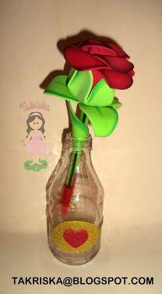 Glass Vase, Type 3, Pens, Facebook, Photos, Home Decor, Moldings, International Women's Day, Favors