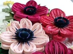 13 Paper Quilling Design Ideas That Will Stun Your Friends Origami And Quilling, Quilled Paper Art, Paper Quilling Designs, Quilling Patterns, Quilling Ideas, Flower Crafts, Diy Flowers, Quilling Animals, Diy And Crafts