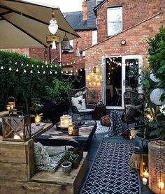 Small Garden Inspiration, Garden Design Ideas On A Budget, Back Garden Design, Small Vintage Garden Ideas, House Garden Design, Small Back Garden Ideas, Cool Garden Ideas, Vintage Patio, Small Backyard Design