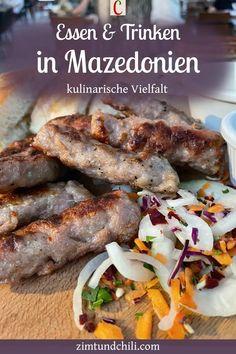 ESSEN UND TRINKEN IN MAZEDONIEN - KULINARISCHE VIELFALTIn Nordmazedonien gibt es viele traditionelle Gerichte. Essen und Trinken in Mazedonien bedeutet nicht nur Genuss, sondern auch unterschiedliche Kulturen zu entdecken. Es gibt z.B. serbisches Ajvar, die typisch mazedonische Pizza Pastrmajlija sowie türkische Börek. #mazedonischeKüche #mazedonischesEssen #kulinarischeWeltreise #NordmazedonienEssen #BalkanKüche #reisenkulinarisch #BalkanUrlaub #mazedonienUrlaub #EssenundTrinkeninMazedonien Pulled Pork, Chili, Chicken, Soups And Stews, Gluten Free Recipes, Macedonian Food, Portable Food, Budget Cooking, Vegan Dishes
